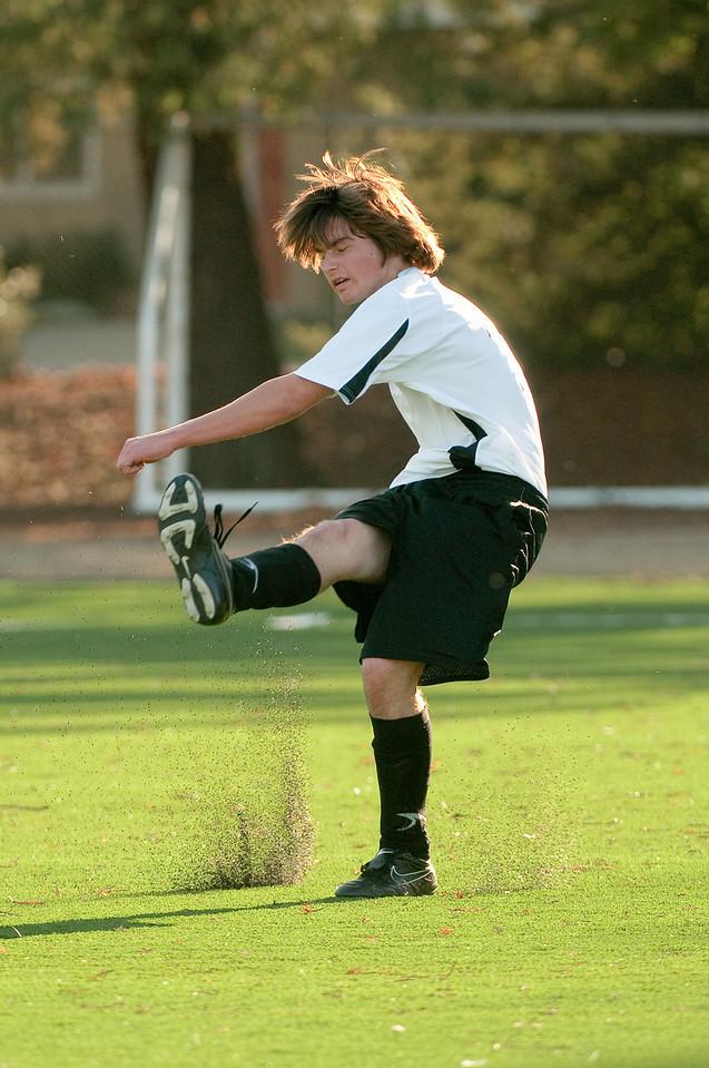 Los-Altos-Soccer-U16B-20091101162316_3200