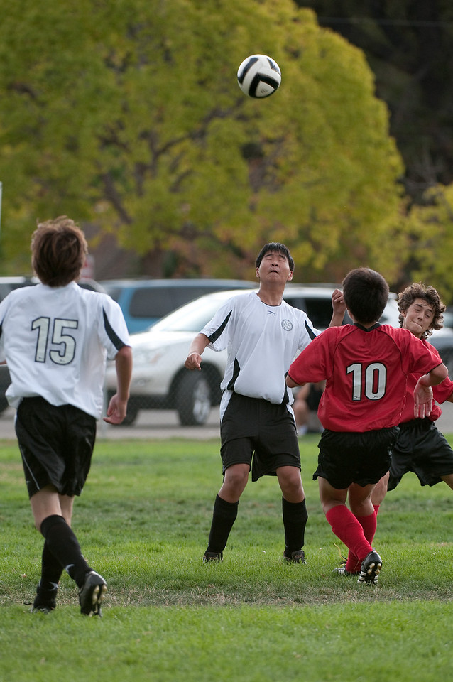 Los-Altos-Soccer-U16B-20090913152452_8877
