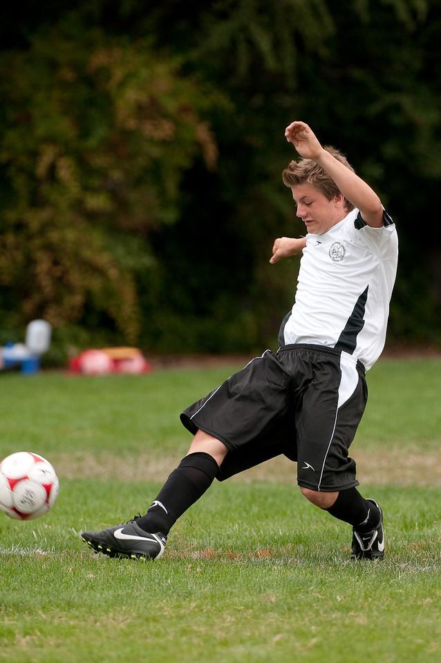 Los-Altos-Soccer-U16B-20090913135855_8525