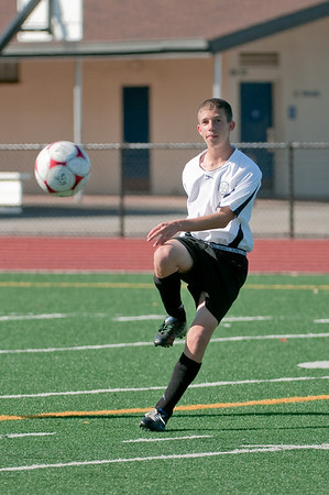 Los-Altos-Soccer-U16B-20090920155704_9911