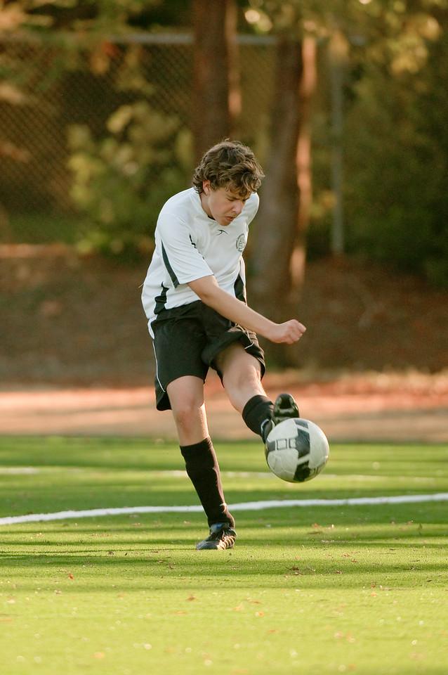 Los-Altos-Soccer-U16B-20091101163332_3215