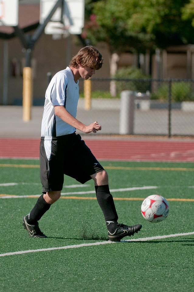 Los-Altos-Soccer-U16B-20090920155602_9888