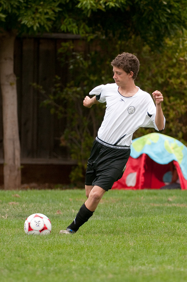 Los-Altos-Soccer-U16B-20090913140024_8555