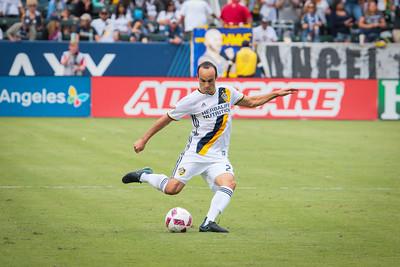 Landon Donovan takes a free kick