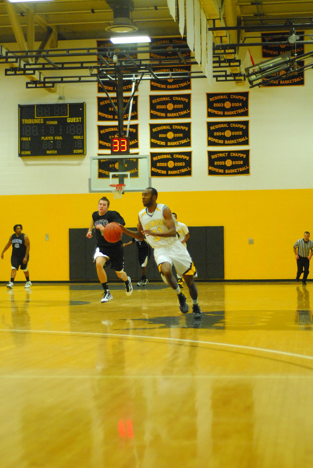 20100128_MCC Basketball_0085