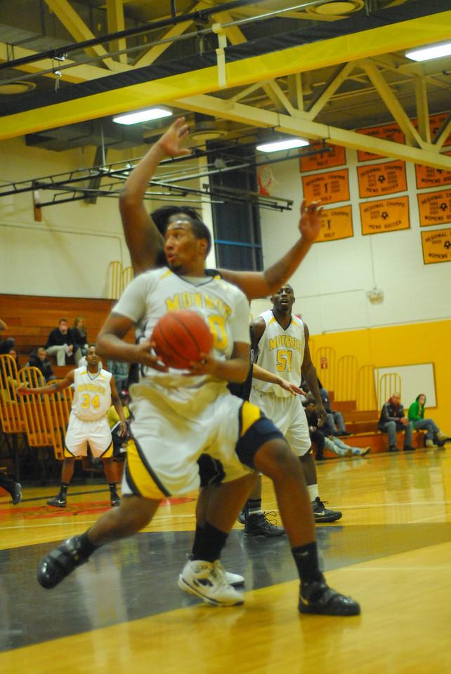 20100128_MCC Basketball_0048