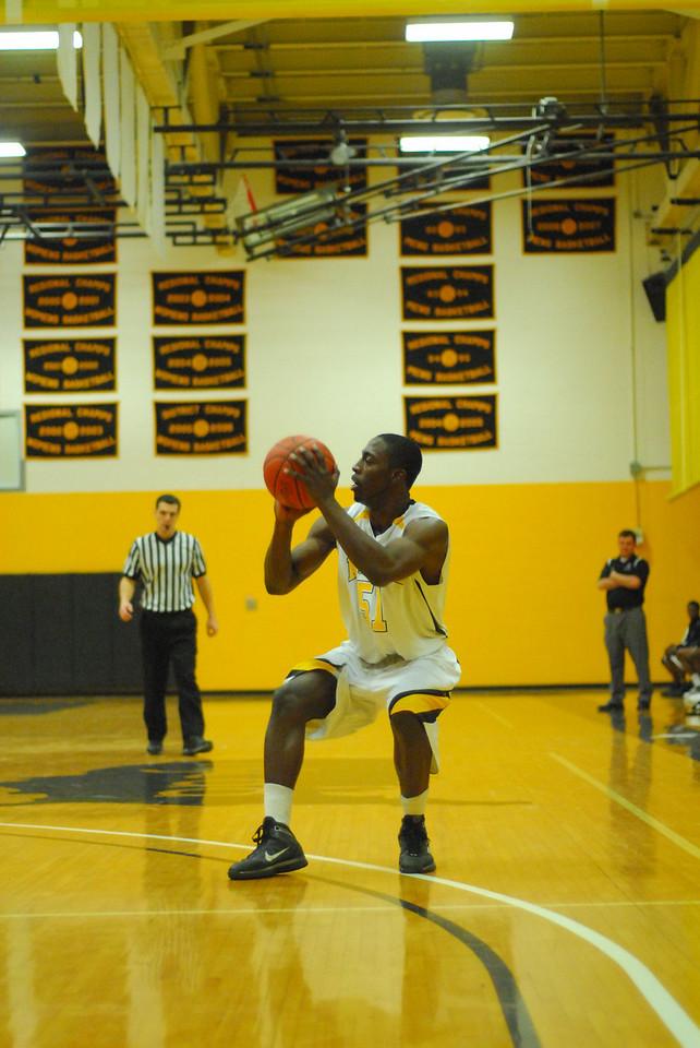 20100128_MCC Basketball_0074