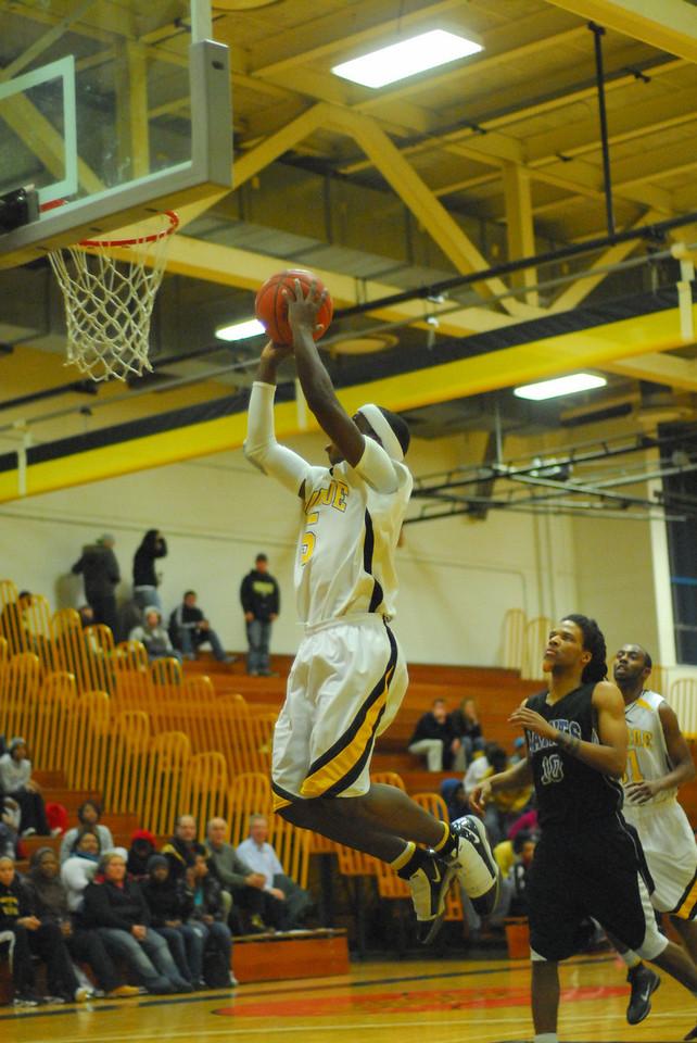 20100128_MCC Basketball_0139