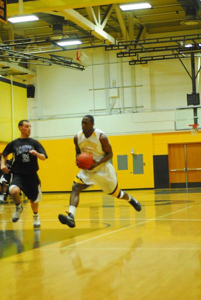20100128_MCC Basketball_0016
