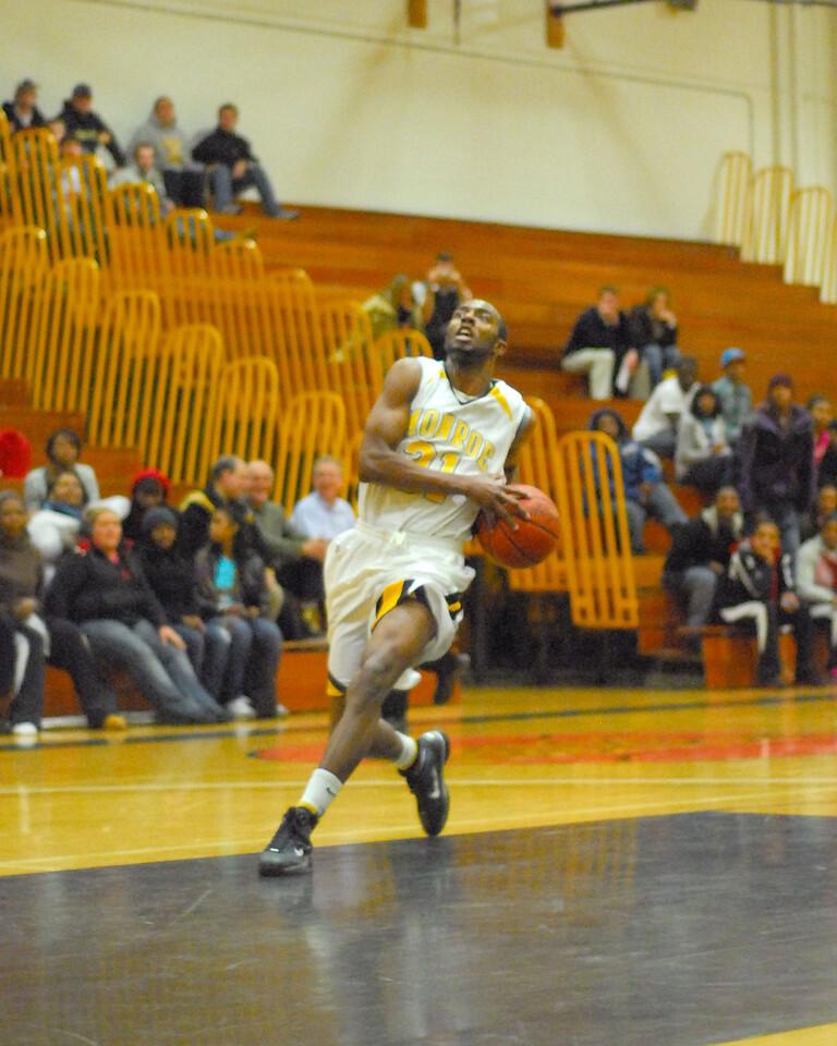 20100128_MCC Basketball_0114a