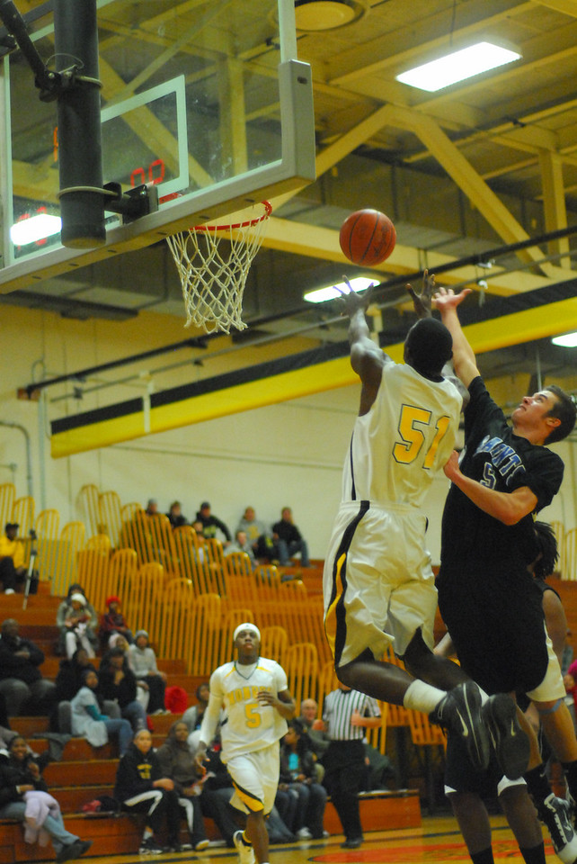 20100128_MCC Basketball_0128