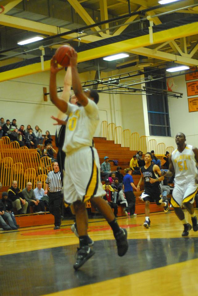 20100128_MCC Basketball_0066