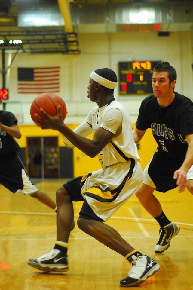 20100128_MCC Basketball_9939