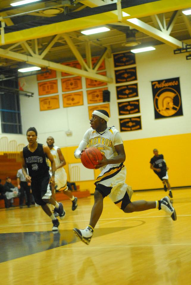 20100128_MCC Basketball_0136