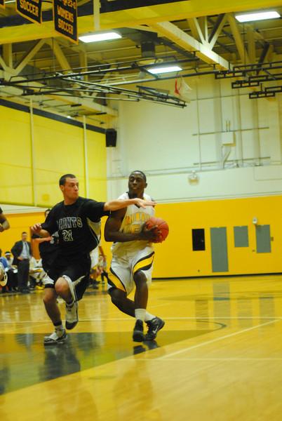20100128_MCC Basketball_0017