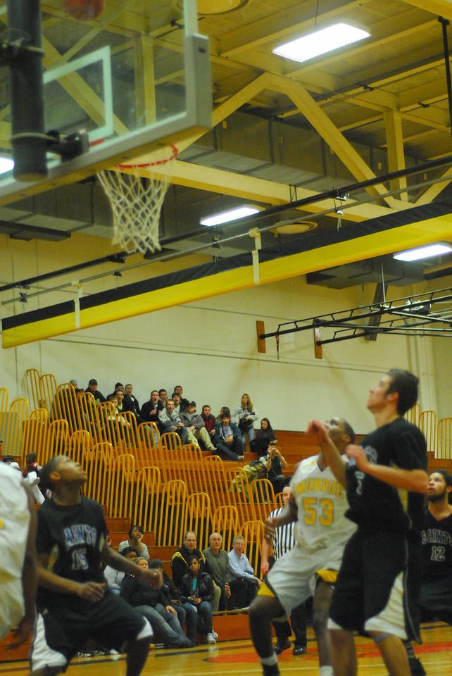 20100128_MCC Basketball_0095