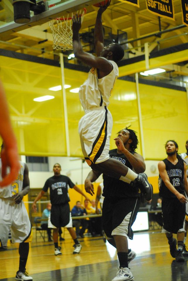 20100128_MCC Basketball_9990