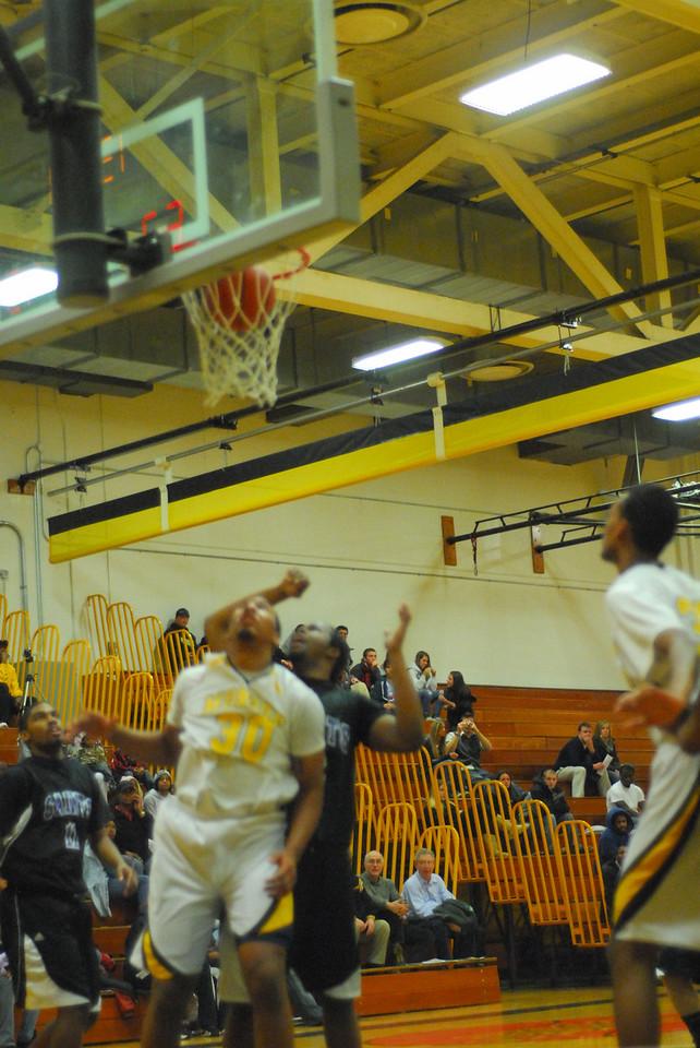 20100128_MCC Basketball_0060