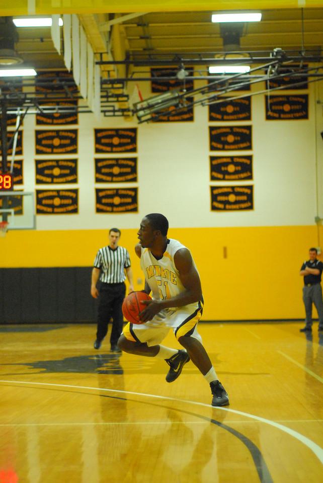 20100128_MCC Basketball_0076