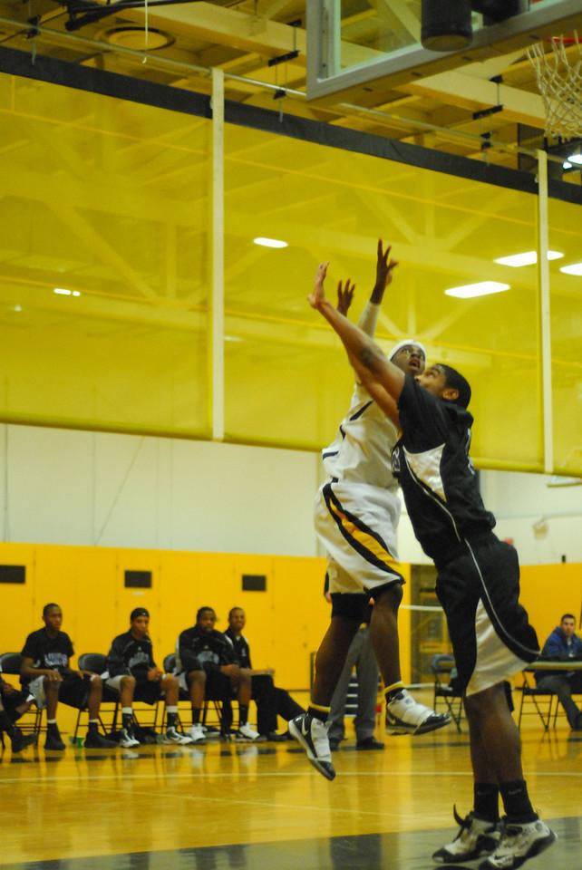 20100128_MCC Basketball_9987