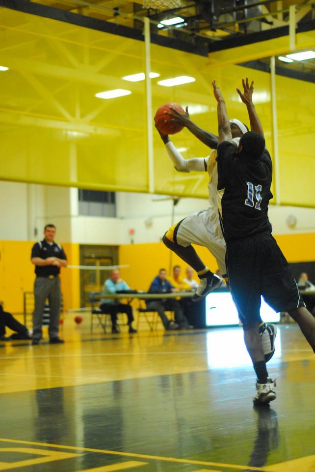20100128_MCC Basketball_9985