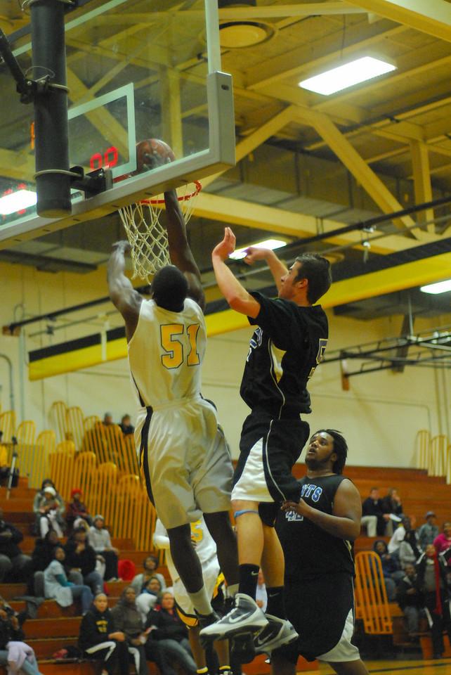 20100128_MCC Basketball_0132