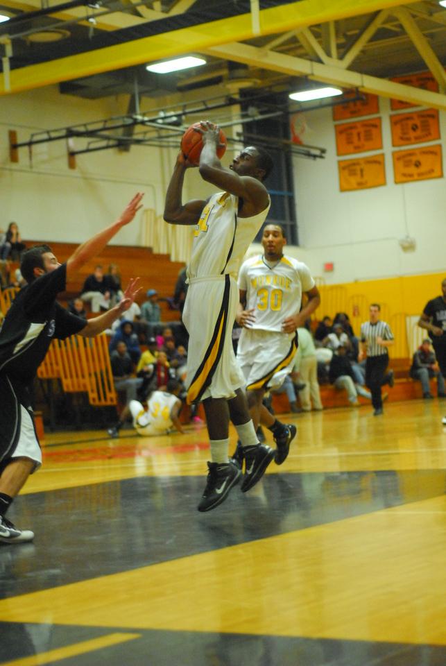 20100128_MCC Basketball_0042