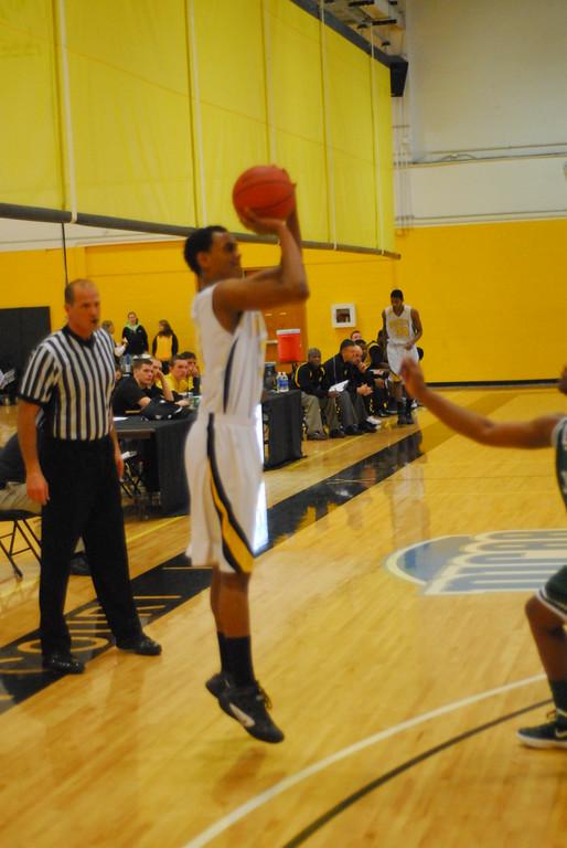 20120225_MCC Basketball_0222