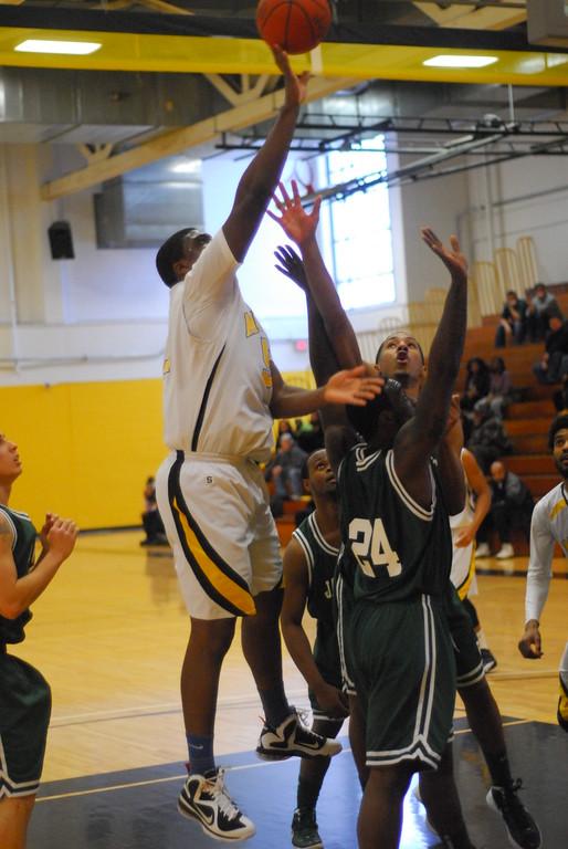 20120225_MCC Basketball_0209