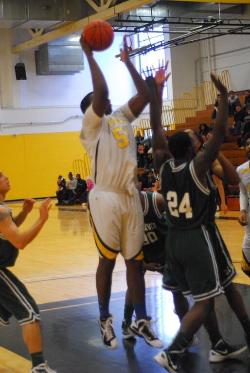 20120225_MCC Basketball_0208
