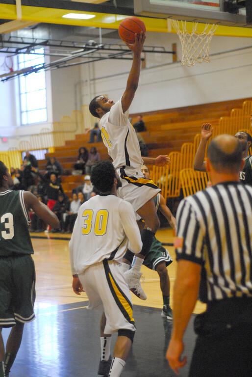20120225_MCC Basketball_0323a