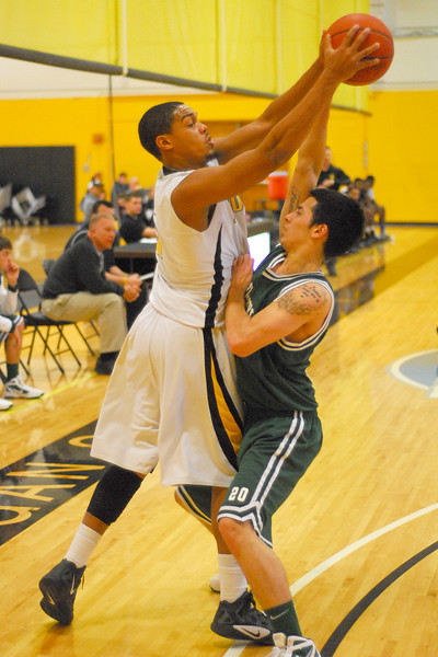 20120225_MCC Basketball_0303a
