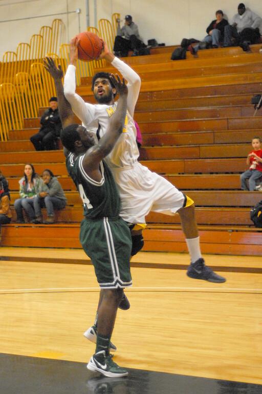 20120225_MCC Basketball_0273a