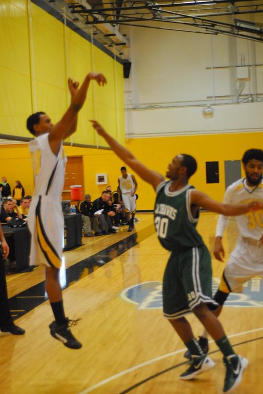 20120225_MCC Basketball_0223