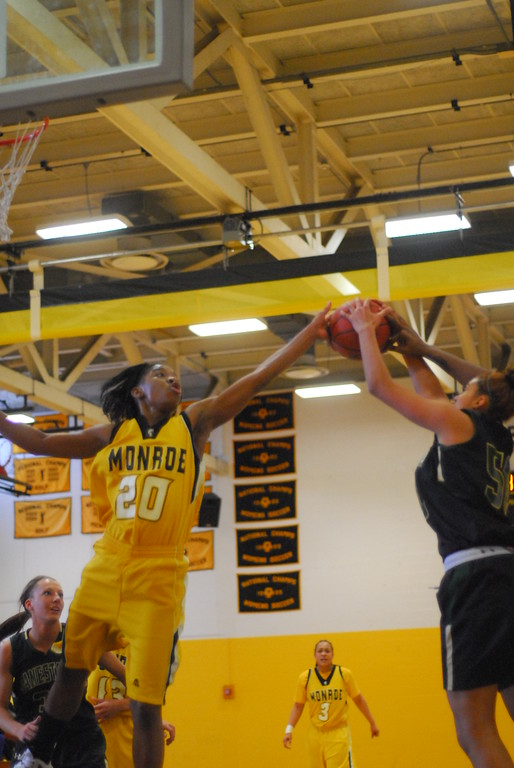 20120225_MCC Basketball_0115