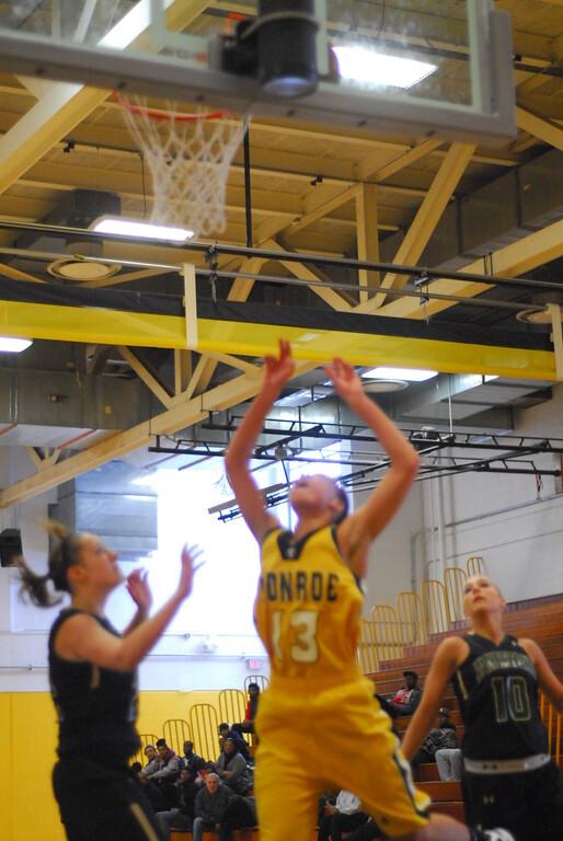 20120225_MCC Basketball_0081