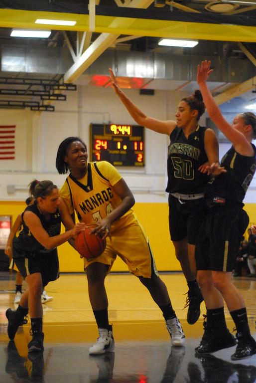 20120225_MCC Basketball_0033