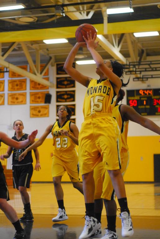 20120225_MCC Basketball_0142
