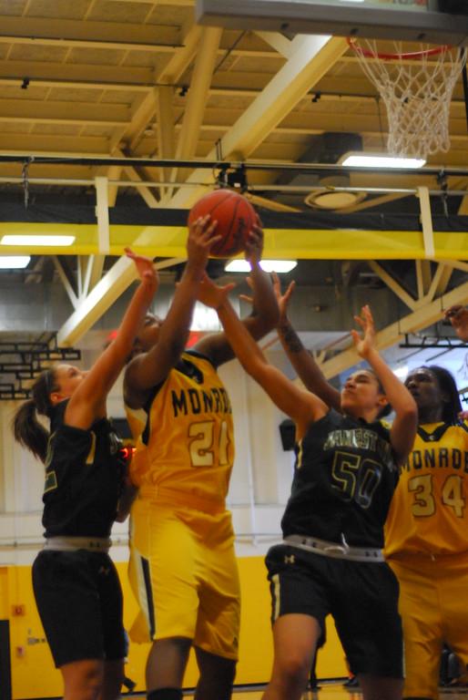20120225_MCC Basketball_0019