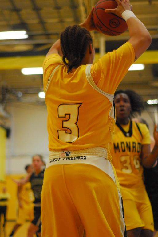 20120225_MCC Basketball_0073