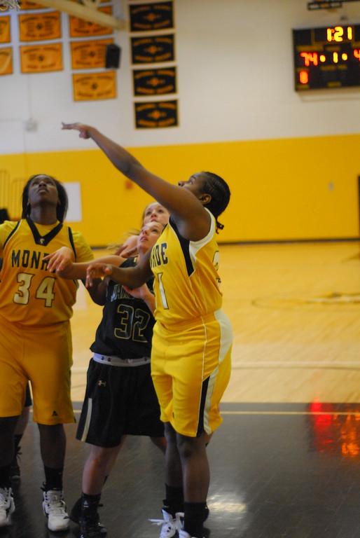 20120225_MCC Basketball_0189