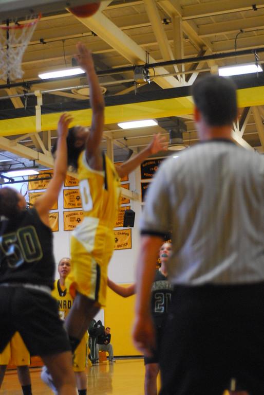 20120225_MCC Basketball_0106