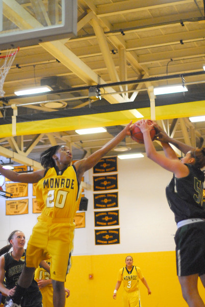20120225_MCC Basketball_0115a