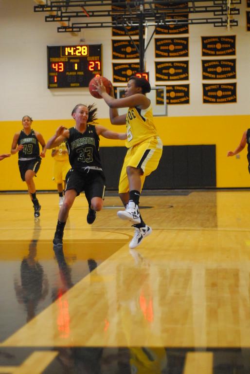 20120225_MCC Basketball_0108