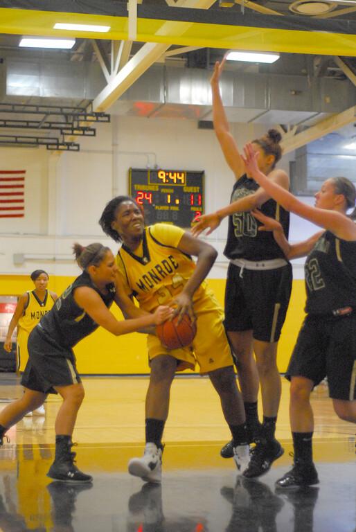 20120225_MCC Basketball_0030a