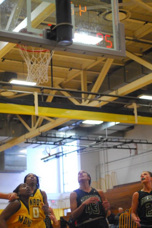 20120225_MCC Basketball_0062
