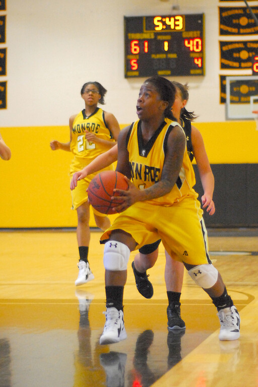 20120225_MCC Basketball_0161a
