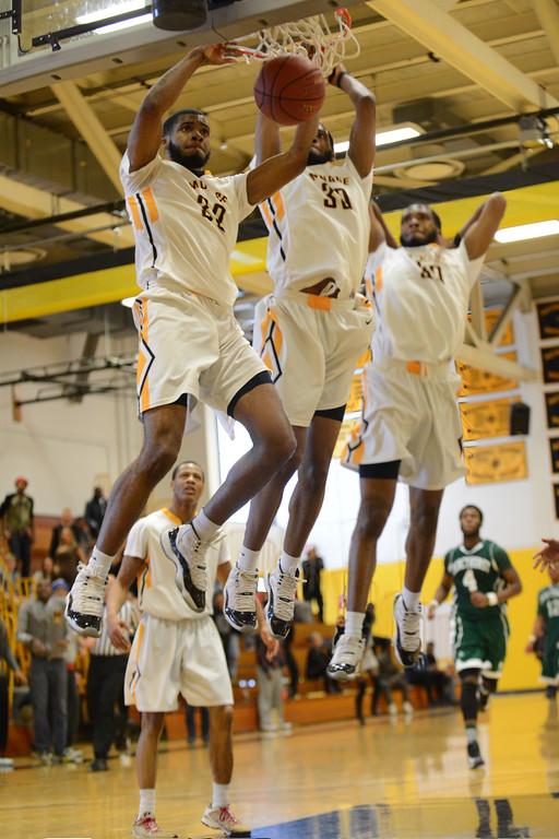 Artice Jackson dunks