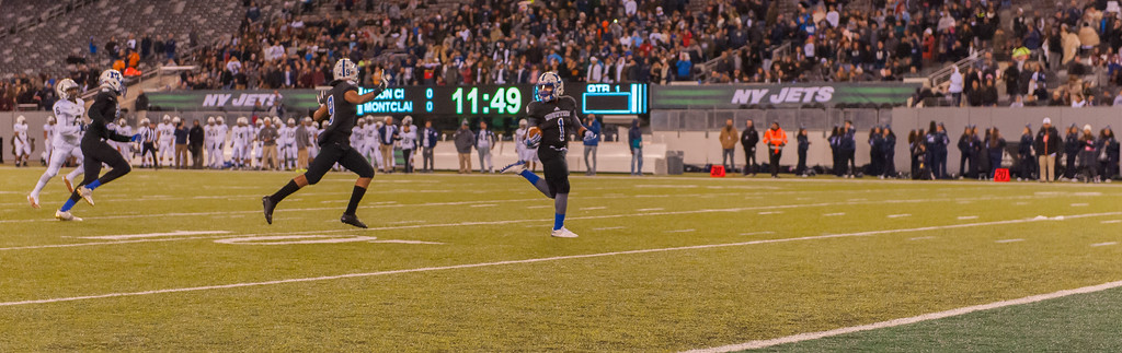 11 Second touchdown from a kick off puts Montclair on the Boards, Metlife Stadium, Dec 1, 2017 Image Scott Kennedy/ The Montclair Dispatch