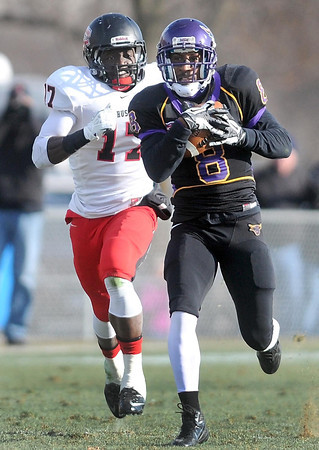 Pat Christman<br /> Minnesota State's Dennis Carter runs for a touchdown on the first play of the second half against St. Cloud State Saturday.
